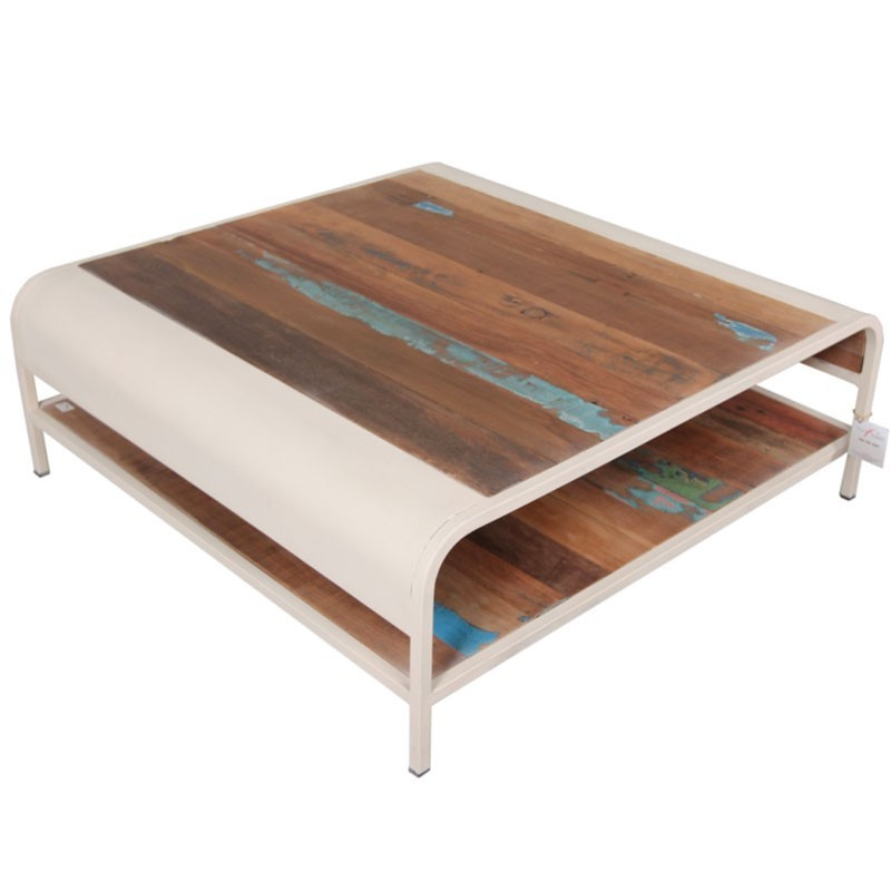 Table basse carr e en m tal et bois de bateau recycl for Table basse carree industrielle